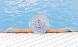 Jakou vybrat podlahu okolo bazénu?
